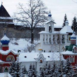 псково-печерский монастырь зимой1