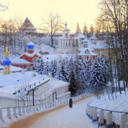 псково-печерский монастырь зимой2